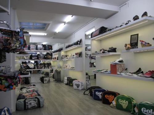 Espace de vente - mural étagère - éclairage