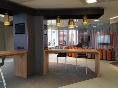 Espace coworking -réunion - bureau nomade