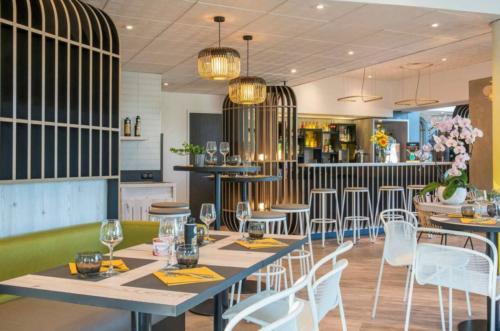 Agencement hôtel _ Espace restauration _ Habillages muraux _ Bar