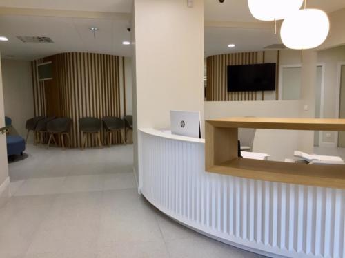 Santé _ Clinique _ Banque accueil résine